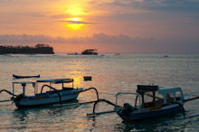 BAL131009J0004  Sunset over shore with boats, Nusa Lembongan, Bali, Indonesia